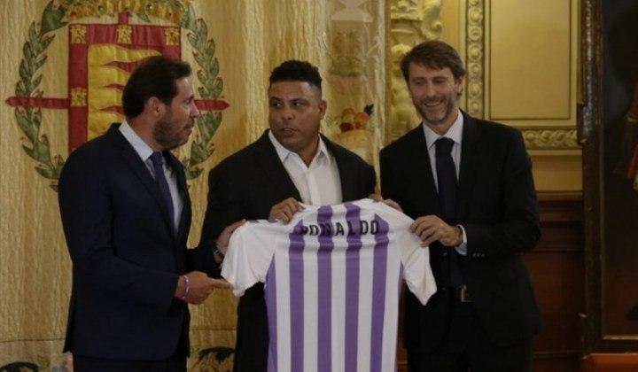 Ronaldo - Um dos maiores atacantes de todos os tempos, Ronaldo Fenômeno assumiu o controle do Real Valladolid, da Espanha, em setembro de 2018, quando comprou 51% das ações do clube, atuando como presidente do conselho