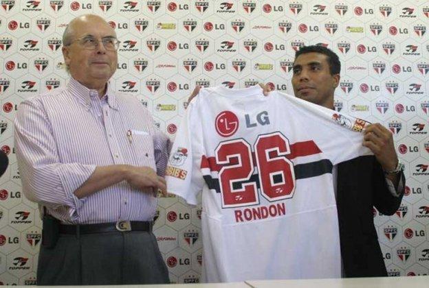 Rondón - Com a saída de Luis Fabiano em 2004, o São Paulo trouxe o venezuelano Alexander Rondón, que estava no Estudiantes de Mérida-VEN, sob respaldo de Milton Cruz.