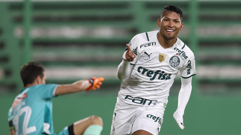 Rony marcou os dois gols da importantíssima vitória do Palmeiras