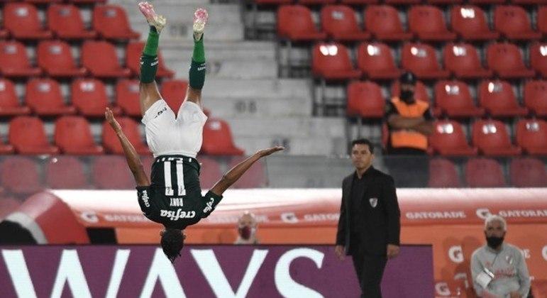 Rony marcou o primeiro gol. Desestabilizou de vez o River Plate de Gallardo