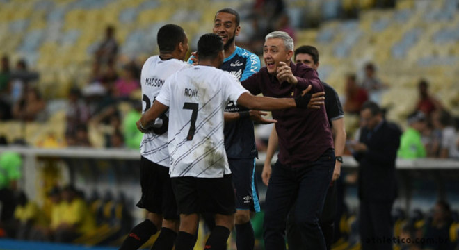 Rony tem excelente relacionamento com Tiago Nunes. Trunfo corintiano
