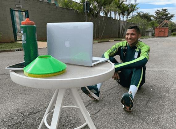 Rony também não está confirmado, já que sofreu suspensão da Fifa. Porém, em suas redes sociais, o jogador publicou fotos e vídeos de treinos, em casa e no CT, com a família e campanhas
