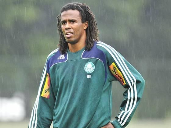 Roque Júnior: o ex-zagueiro encerrou sua carreira em 2010 e depois tentou o cargo de técnico, tendo treinado o XV de Piracicaba e o Ituano e foi diretor de futebol da Ferroviária por um ano e meio, até dezembro de 2019.