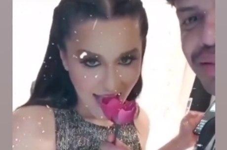 Maraisa sensualizou de brincadeira em vídeo