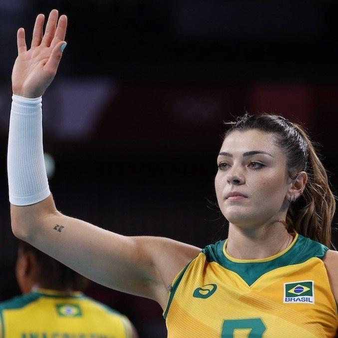 Rosamaria fez dez pontos para a seleção brasileira na semifinal do vôlei olímpico