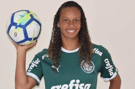 """jogadora experiente, Rosada afirma: """"a gente não pode parar"""""""