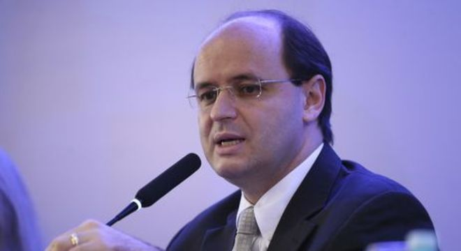 """""""Ensino médio brasileiro é um desastre"""", diz ministro da Educação Rossieli Soares"""