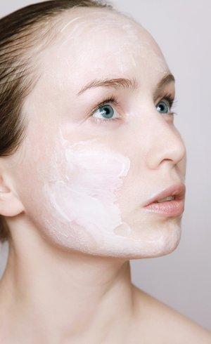Cuide da sua pele com as propriedades da vitamina c e do protetor solar