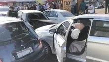 Roubo de carro em BH termina com pedestres atropeladas e batida
