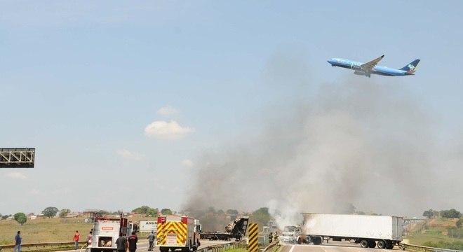 Quadrilha assalta Aeroporto de Viracopos e bloqueia rodovia