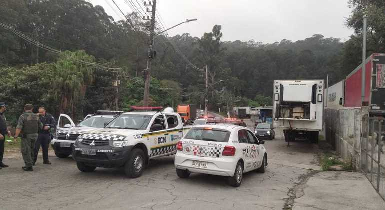 Motorista vira refém após roubo de carreta na zona norte de São Paulo