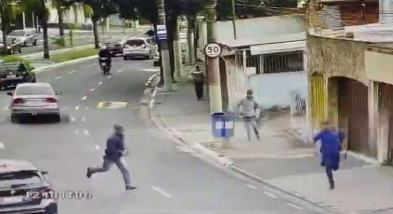 Suspeitos fogem após roubarem veículo com duas crianças dentro em São Caetano do Sul