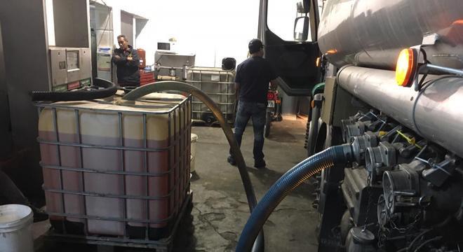 850 litros de gasolina já haviam sido retirados do caminhão