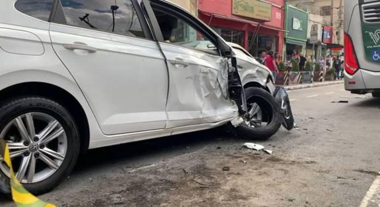 Suspeito atingiu outros veículos que estavam estacionados
