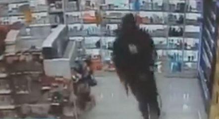 Armados, homens roubaram farmácia na zona sul