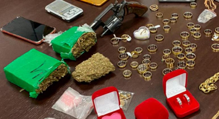Itens encontrados na operação da Polícia Civil do DF, em Ceilândia