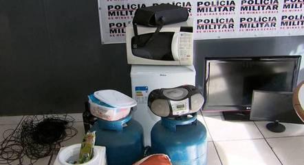 Polícia encontrou vários produtos furtados no carro