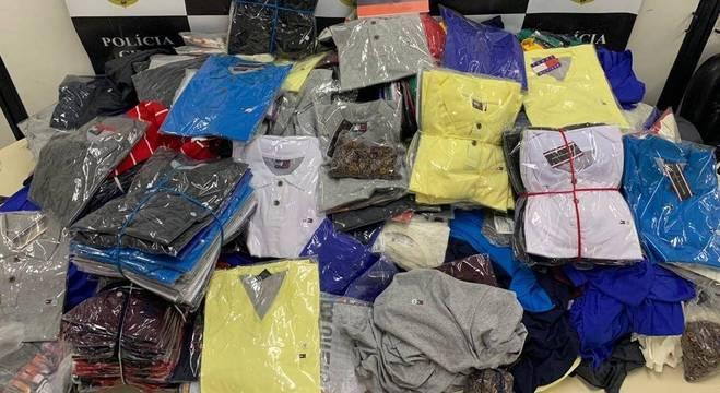 No total foram apreendidas 52 mil peças de roupas