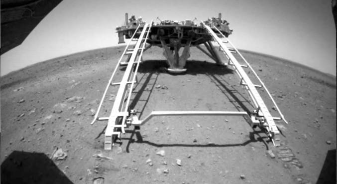 Explorador chinês em Marte começa a percorrer Planeta Vermelho