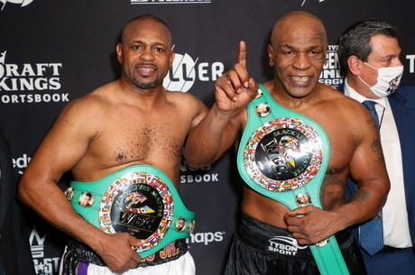 Jones e Tyson ganharam cinturão de comemoração