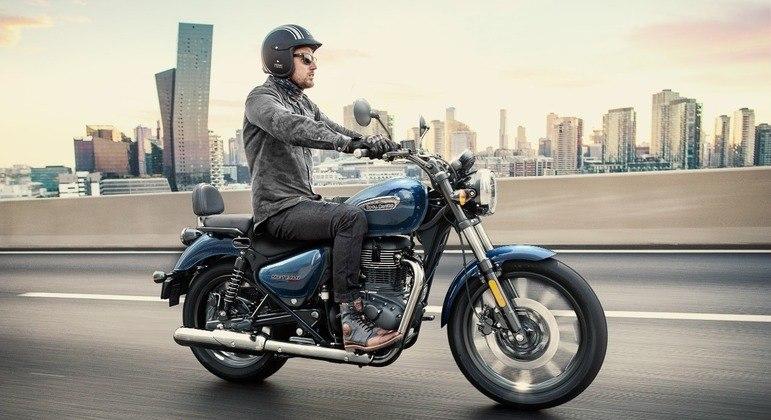 Moto conta com freio com discos dianteiros e traseiros de 270 mm e ABS de dois canais
