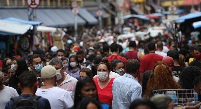 Dados do IBGE mostram que brasileiros estão vivendo mais
