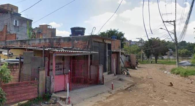 Vítima foi sequestrada de sua residência por cinco homens na quinta-feira (25)
