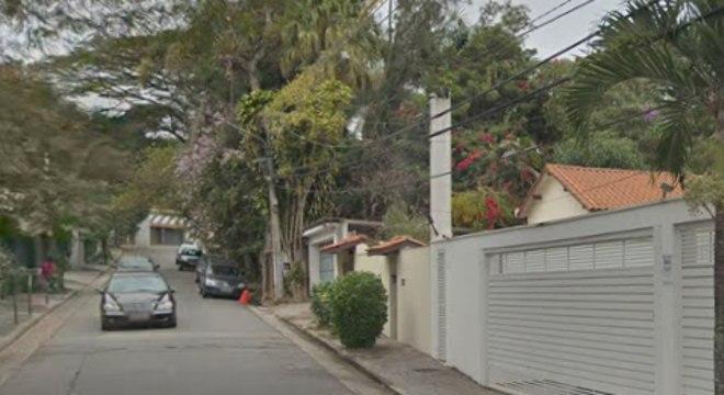 Suspeitos foram apreendidos na rua Farrapos, no bairro Santo Amaro, na zona sul