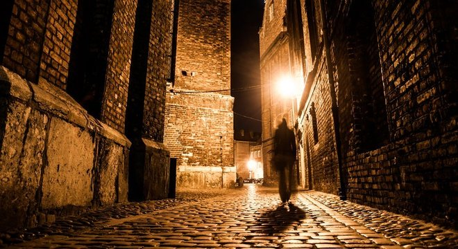 Mais de 100 anos depois do crime as ruas estreitas de Whitechapel, onde as mortes ocorreram, atrai curiosos e turistas