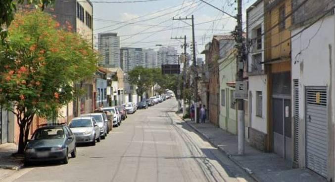 Suspeito invadiu a casa da idosa na rua Félix Guilhem, na Lapa