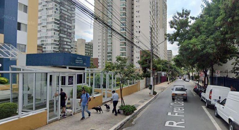 Morador de rua ataca mãe e dois filhos com golpes de faca na rua Frei Caneca
