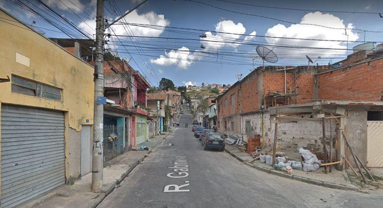Idoso é encontrado morto em sua casa na rua Gabriela, em Jandira (SP)