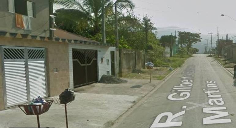 Adolescente foi flagrado com 171 porções de drogas na  rua Gilberto Esteves Martins - São Vicente  (SP)