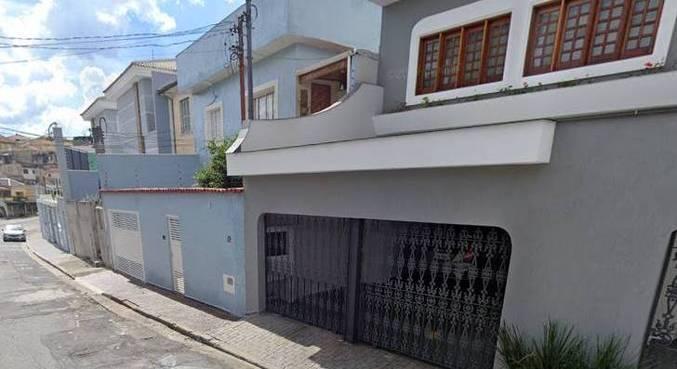 Idosos e criança ficaram amarrados durante o assalto, na rua Lamartine dos Santos, na zona norte