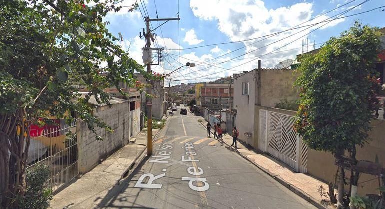 Vítima foi baleada na rua Nelson Ezequiel de Farias, em Itapevi (SP)