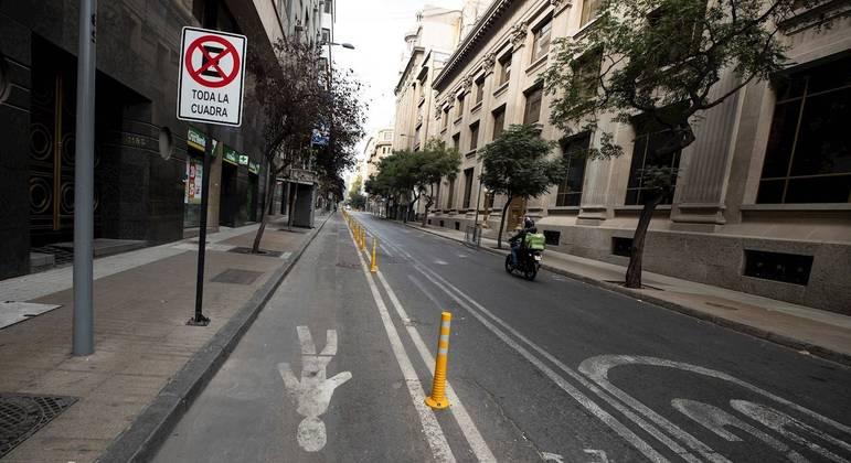 Ruas de Santiago ficaram vazias durante o confinamento