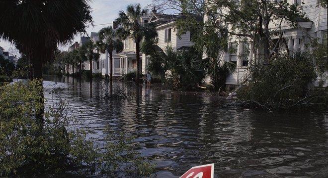 Assim ficaram as ruas de Charleston, Carolina do Sul, depois do furacão Hugo, em 1989. 3. Milhões de pessoas pelo caminho