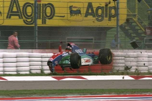 Rubens Barrichello bateu com força no treino livre do macabro GP de San Marino de 1994. O brasileiro apenas fraturou o nariz.