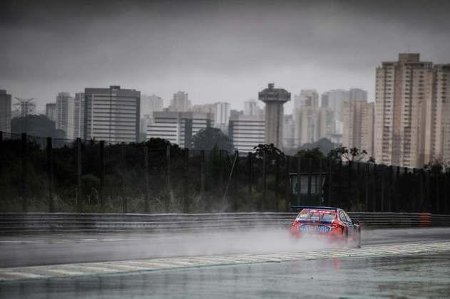 Rubens Barrichello conduz o #111 em Interlagos