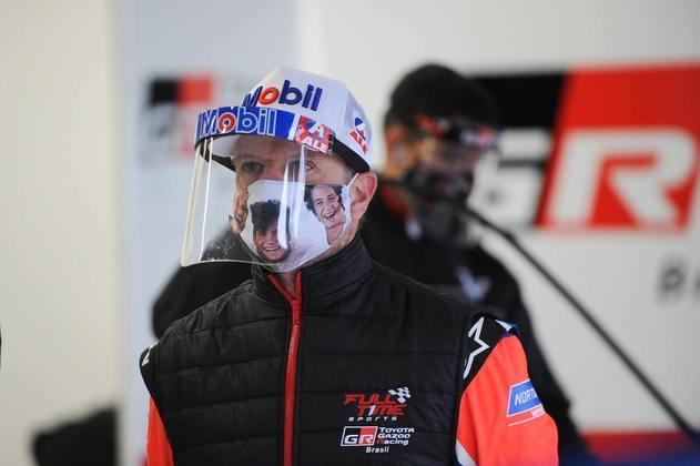 Rubens Barrichello nos boxes da Full Time em Interlagos