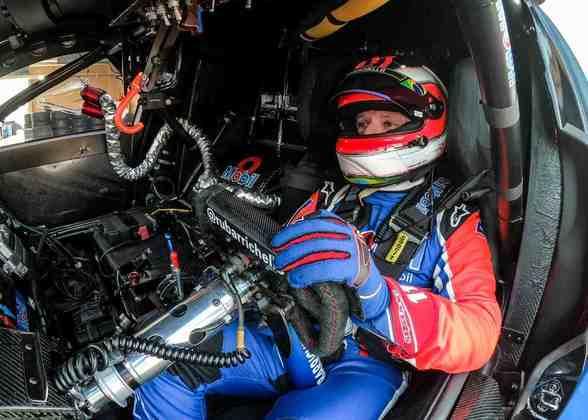 Rubens Barrichello se prepara para sair dos boxes antes da classificação