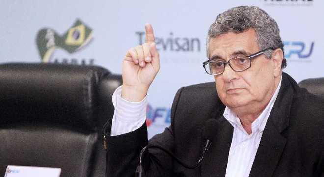 Presidente da Ferj sabe: tem o apoio de Bolsonaro, da Globo e  de Crivella