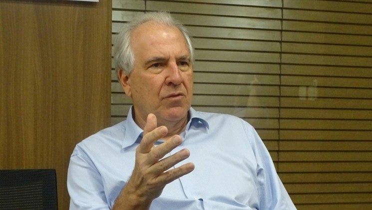 Rubens Menin, 63 anos - Fortuna estimada em 1,6 bilhão de dólares - Torcedor do Atlético-MG - Fonte da riqueza: MRV Engenharia e CNN Brasil - 42º colocado na lista de pessoas mais ricas do Brasil, segundo a revista Forbes.