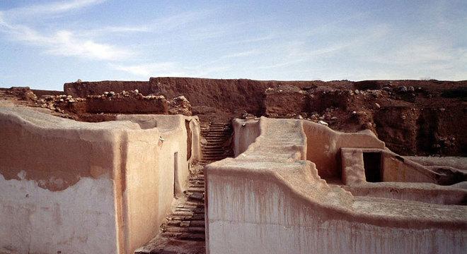 DecArch Ebla foi um dos primeiros reinos da Síria, estabelecido pela primeira vez por volta de 3.500 a.C