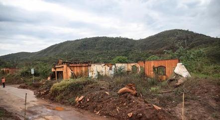 Barragem rompeu em 2015, matando 19 pessoas