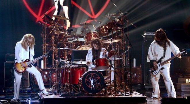 """Foo Fighters presta tributo a Neil Peart (Rush): """"tinha as mãos de Deus"""""""