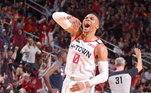 Russell Westbrook ostenta dentro e fora das quadras com seus R$ 299,6 milhões em ganhos no ano passado. O jogador do Houston Rockets é o 35º na colocação geral