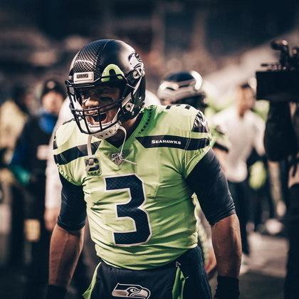 A cada temporada a NFL ele o melhor jogador do ano, na liga de futebol americano, ao prêmio de MVP. Nesta temporada, o quarterback do Seattle Seahawks mostra ser um dos favoritos ao prêmio. Invicto nos quatro primeiros jogos, Wilson está tendo um ótimo inicio de campeonato com  sua equipe. Saiba quais são os principais jogadores na temporada da NFL