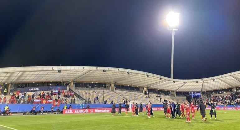 A seleção da Rússia comemora o seu triunfo em Maribor
