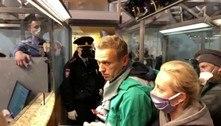 Alexei Navalny, líder da oposição russa, é preso ao chegar a Moscou